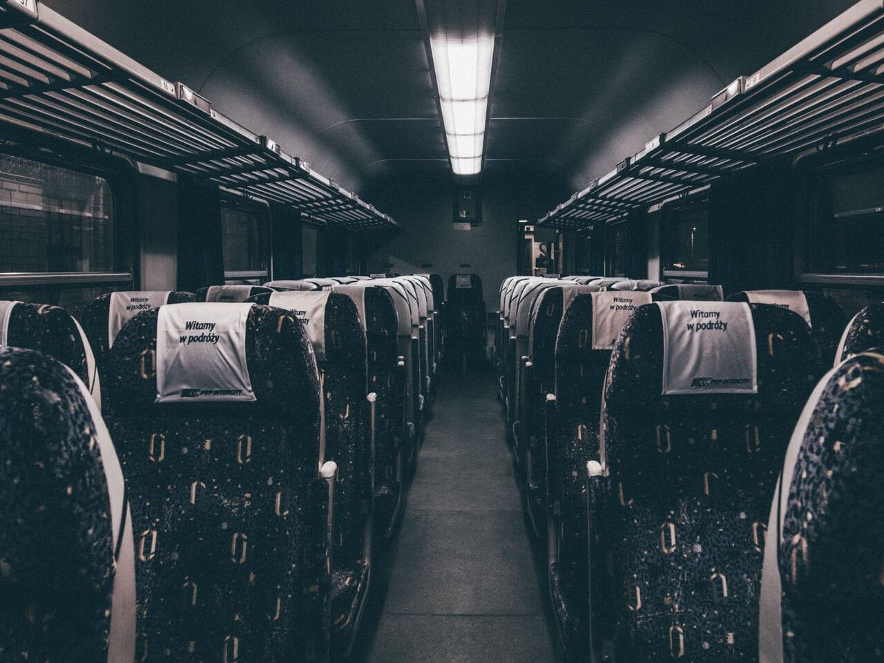 新幹線でコンセントがある座席を確保する方法