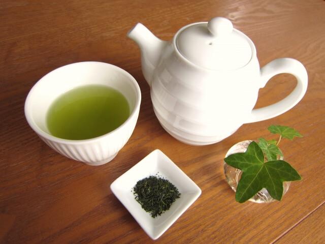 意外にカフェインが含まれている緑茶