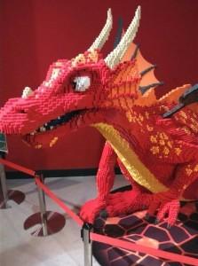 レゴで作られたドラゴン