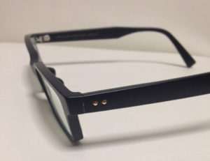 relumeとJINSのコラボメガネのテンプルの外側