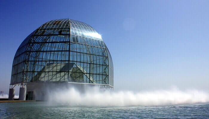 葛西臨海水族園の入り口にある地上30.7メートルにもなる大きなガラスドーム