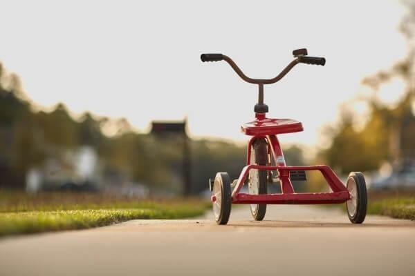 三輪車の乗り方を教える方法