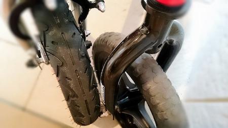 ストライダーとへんしんバイクのタイヤの太さの比較