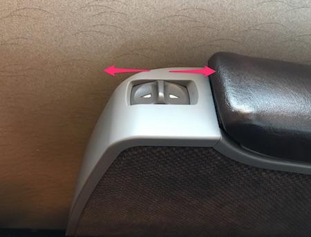 グリーン車のリクライニングボタン